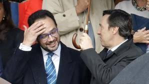 Los portavoces de PP y PSOE en el Congreso, bajo el mismo paraguas en el desfile del 12-O