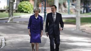 Rajoy avisa a May que si el Reino Unido sale de la UE también lo hará Gibraltar