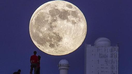 Imagen de archivo de una superluna