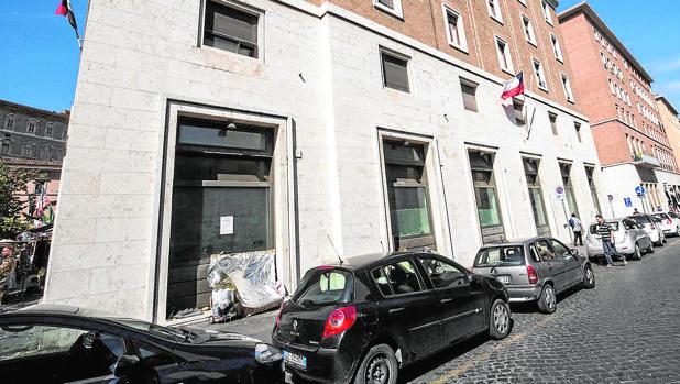 Vista exterior del edificio vaticano que se convertirá en establecimiento de fast-food