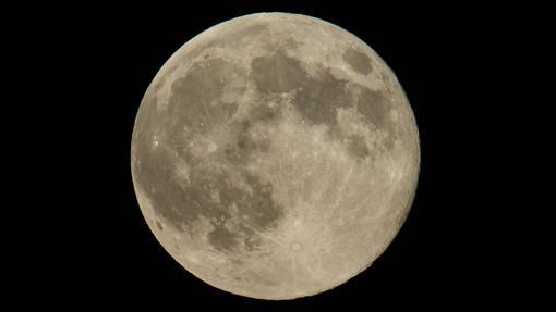 Una superluna, en una imagen de archivo de la NASA