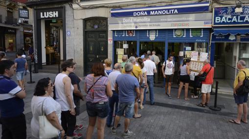 En agosto ya había colas en Doña Manolita, sin embargo, comprar ahí no aumenta las probabilidades de que un billete sea premiado
