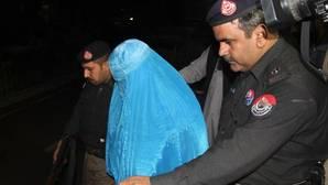 Pakistán deporta a la «niña afgana» de National Geographic