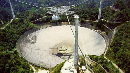 Radiotelescopio de Arecibo, capaz de captar ondas de radio provenientes de las profundidades del espacio