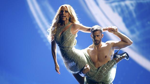 Edurne, durante su actuación en la final de Eurovisión 2015