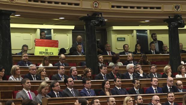 Ana Pastor asegura que Iglesias le dijo que le disgustó el despliegue de la bandera republicana en el Congreso