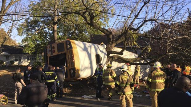 Al menos cinco niños mueren en un accidente de un autobús escolar en Tennessee (EE.UU.)