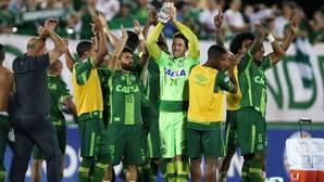 La aviación brasileña obligó al Chapecoense a tomar el avión siniestrado tras cancelar un chárter