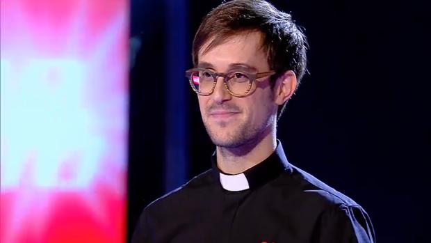 El padre Damián, durante su participación en «La Voz»