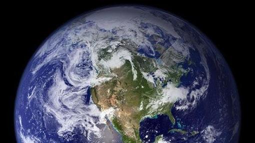 La órbita de la Tierra es elíptica, y la velocidad no es la misma en todos los puntos