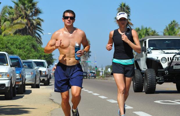 Los autores han sugerido que las personas tienden a escoger a parejas de altura e índice de masa corporal similares