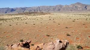 Vista aérea de los misteriosos círculos de hadas de Namibia