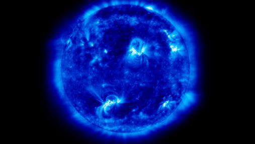 El Sol (en la imagen) y la Luna constantemente producen cambios en la gravedad del planeta Tierra