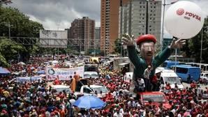Chavistas participan en una manifestación para apoyar la instalación de la Asamblea Nacional Constituyente
