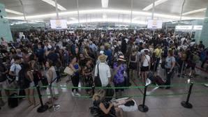 Aglomeraciones de pasajeros en El Prat en el tercer día de huelga parcial