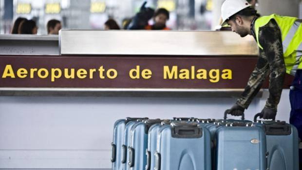 Los pilotos se quejan de un puntero láser que les deslumbra al aterrizar en Málaga