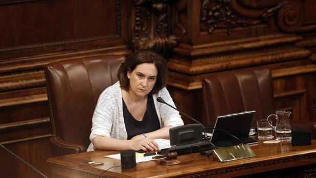 Colau culpa al Gobierno central de la huelga en El Prat