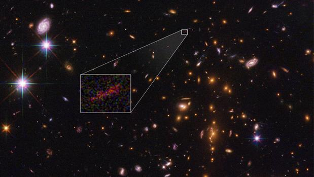 Imagen de SPT0615-JD, una galaxia situada a 13.000 millones de años luz
