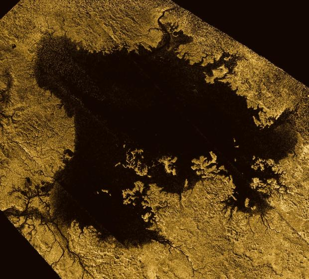Ligeia Mare, fotografiado por la misión Cassini de la NASA, es el segundo cuerpo líquido más grande conocido en Titán