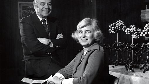 Jerome e Isabella Karle, en su laboratorio