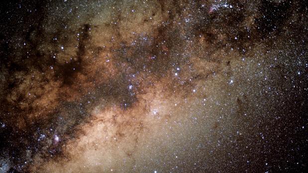 Este es el aspecto que tiene la región central de nuestra galaxia, a 26.000 años luz de la Tierra