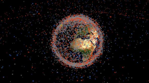 La simulación muestra todos los objetos artificiales que giran alrededor de la Tierra en tiempo real