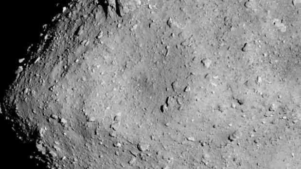 El asteroide Ryugu fotografiado a 6 kilómetros por la Hayabusa 2