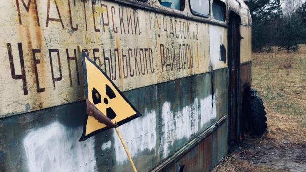 Un autobús abandonado perteneciente al Servicio de Reparación y Construcción de la carretera de Chernóbil