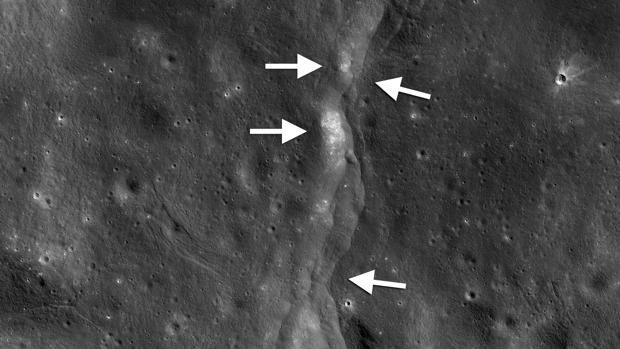 Una de las miles de fallas de empuje descubiertas en la Luna por el Lunar Reconnaissance Orbiter (LRO) de la NASA