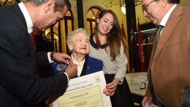 Fernanda Pozo, con su título de licenciada en Química