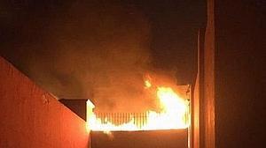 Los antitaurinos incendian la plaza de Lima con «los toros voladores» dentro