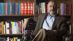 Arturo Pérez-Reverte: «Los jóvenes deben acercarse de forma limpia a la memoria de la guerra civil»