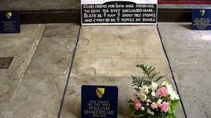 Arqueólogos creen que el cráneo de Shakespeare pudo ser robado de su tumba
