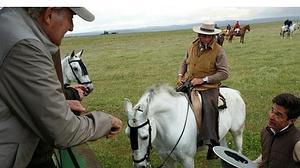 Don Juan Carlos disfruta de una jornada campera en la ganadería de Miura