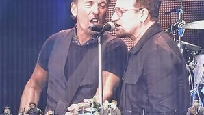 Bruce Springsteen canta en directo «Because the Night» con Bono