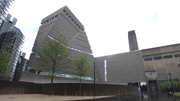Vista de la pirámide construida por los arquitectos suizos Herzog & De Meuron