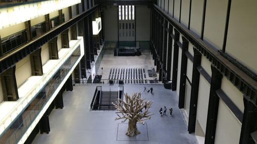 Un árbol creado por Ai Weiwei, en la Sala de Turbinas