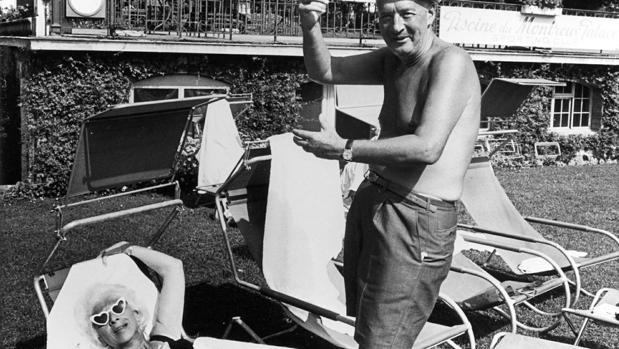 Vladimir Nabokov y su esposa, Vera Slónim, durante unos días de descanso en la localidad suiza de Montreux en 1966
