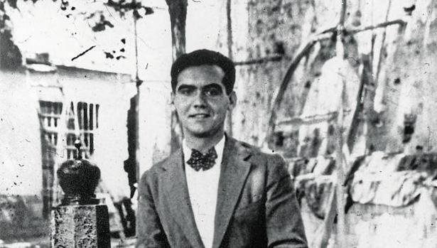 Federico García Lorca, en Lanjarón (Granada), en 1927