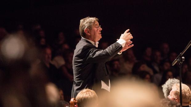 Víctor Pablo Pérez, durante el concierto
