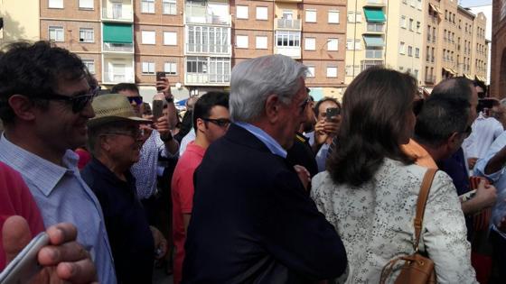 Vargas Llosa e Isabel Preysler, a su llegada a la plaza de toros