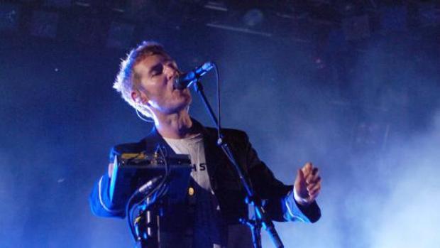 Robert del Naja, durante un concierto en Suiza