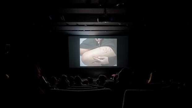 Obra de Regina José Galindo para «Aquí hace falta una mujer» (Centro de Cultura Digital de México)