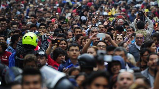 Fila kilométrica para despedir al Divo de Juárez