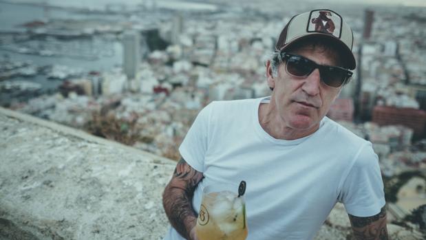 Mikel Erentxun minutos antes de tocar en Alicante, dentro del ciclo de acústicos 43 Live The Roof