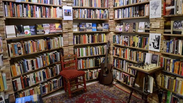 Vista interior de la librería «Desperate Literature» de Madrid