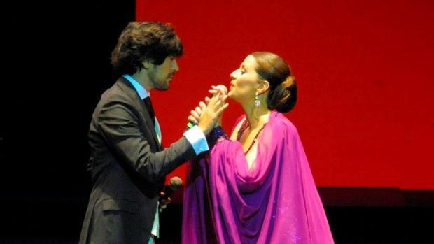Momento de la actuación de Manuel Lombo y Erika Leiva