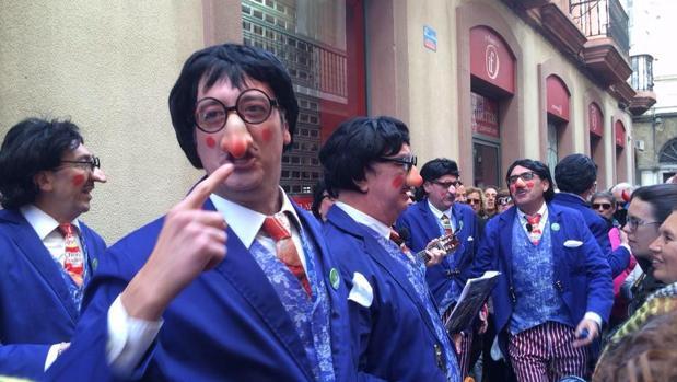 'La fiesta de los locos' salta a las pantallas desde Cádiz