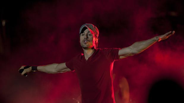 Enrique Iglesias, en pleno concierto en Marbella