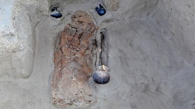 Los restos de un niño sacrificado en el yacimiento arqueológico de Chotuna-Chornancap en Perú